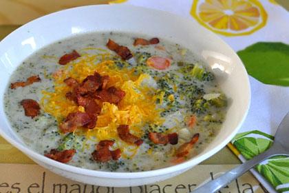 Сливочный суп с беконом и брокколи