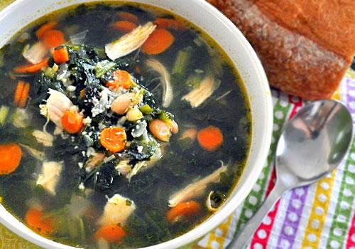 Куриный суп с белой фасолью и шпинатом